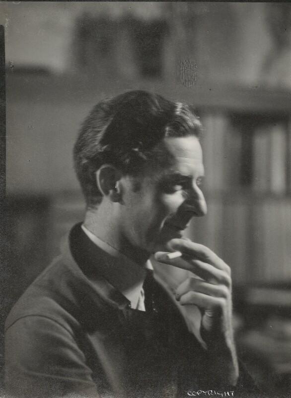 Edward McKnight Kauffer, by Howard Coster, 1927 - NPG Ax136103 - © National Portrait Gallery, London