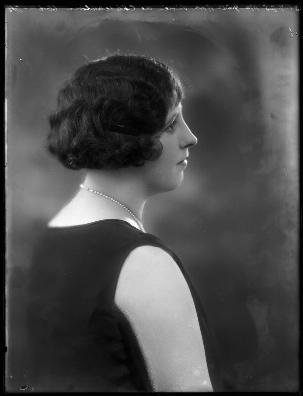 Marquise Nora Vivien de Châteaubrun (née Lynch), by Bassano Ltd, 31 July 1925 - NPG x158424 - © National Portrait Gallery, London