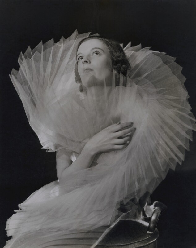 Unknown fashion model, by Francis Goodman, circa 1936-1937 - NPG x137226 - © National Portrait Gallery, London