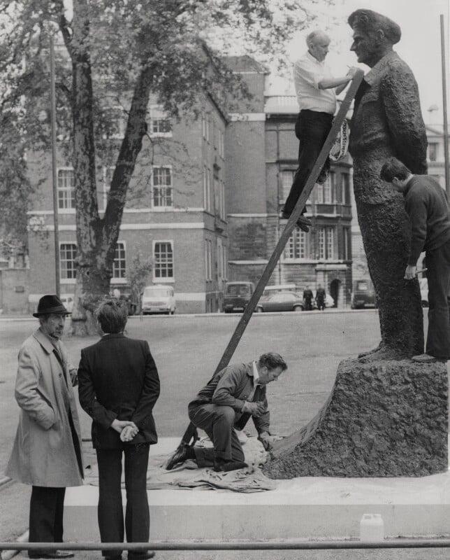 Oscar Nemon supervising the installation of his statue of Field Marshal Viscount Montgomery, for Keystone Press Agency Ltd, 2 June 1980 - NPG x184150 - © Keystone Press Agency Ltd