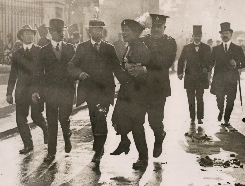 Emmeline Pankhurst's arrest at Buckingham Palace, by Unknown photographer, 21 May 1914 - NPG x137689 - © National Portrait Gallery, London