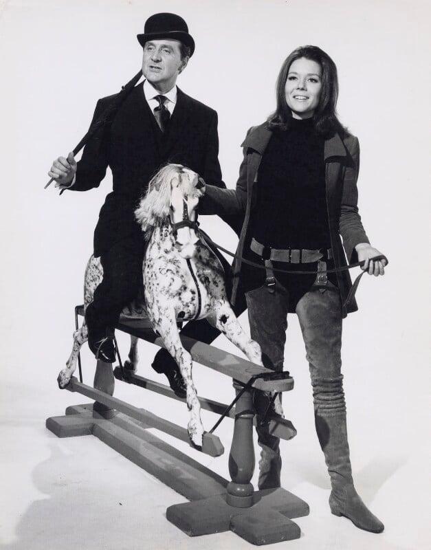 Moviestore Patrick Macnee als John Steed//Basil UNT Diana Rigg als Emma Peel in The Avengers 25x20cm Schwarzwei/ß-Foto