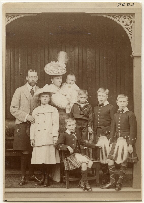 King George V with his family, by W. & D. Downey, 1906 - NPG x197453 - © National Portrait Gallery, London