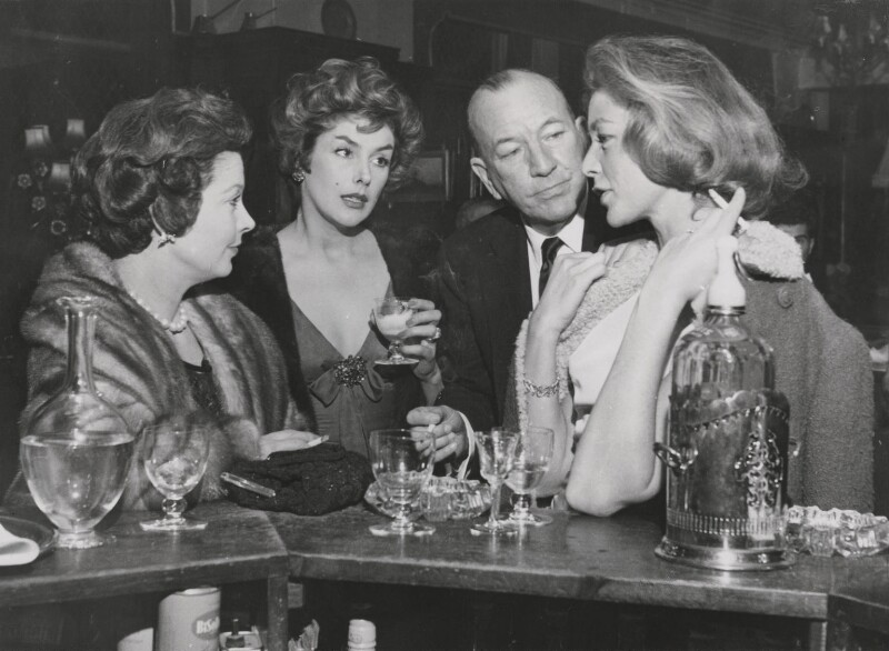 Vivien Leigh; Kay Kendall; Sir Noël Coward; Lauren Bacall, by Keystone Press Agency Ltd, 29 January 1959 - NPG x139808 - © Keystone Press Agency Ltd