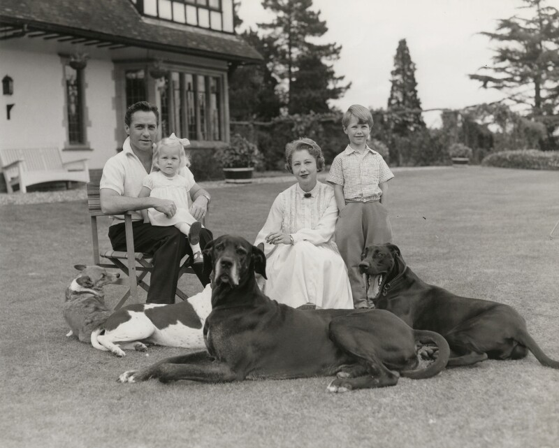 Richard Todd with his wife Kitty, son Peter and daughter Fiona, by Bob Penn, 1957-1958 - NPG x139854 - © estate of Bob Penn