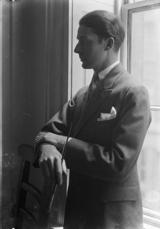 Edward McKnight Kauffer, by Howard Coster, 1927 - NPG x11720 - © National Portrait Gallery, London