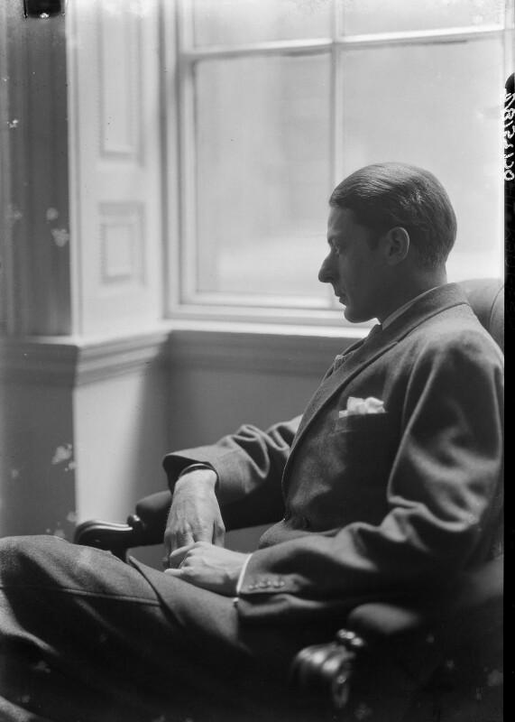 Edward McKnight Kauffer, by Howard Coster, 1927 - NPG x11721 - © National Portrait Gallery, London