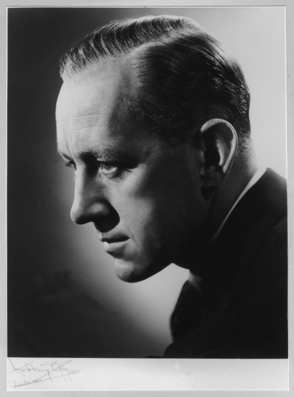 Sir Alec Guinness, by Anthony Buckley, 1948 - NPG x75962 - © estate of Kenneth Hughes / National Portrait Gallery, London