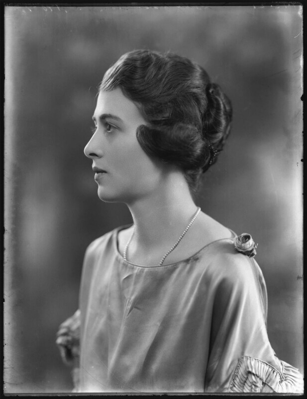 Roberta Bennett (née Mitchell), Countess of Tankerville, by Bassano Ltd, 7 December 1921 - NPG x121235 - © National Portrait Gallery, London
