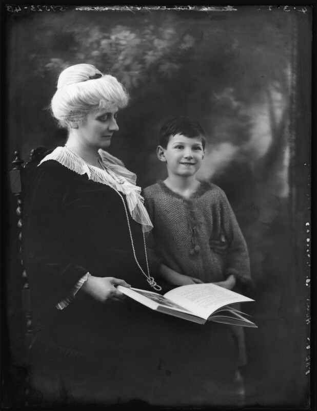 Alice Augusta Laurentia Lane (née Fox-Pitt-Rivers), Lady Avebury; John Lubbock, 3rd Baron Avebury, by Bassano Ltd, 4 March 1922 - NPG x121378 - © National Portrait Gallery, London
