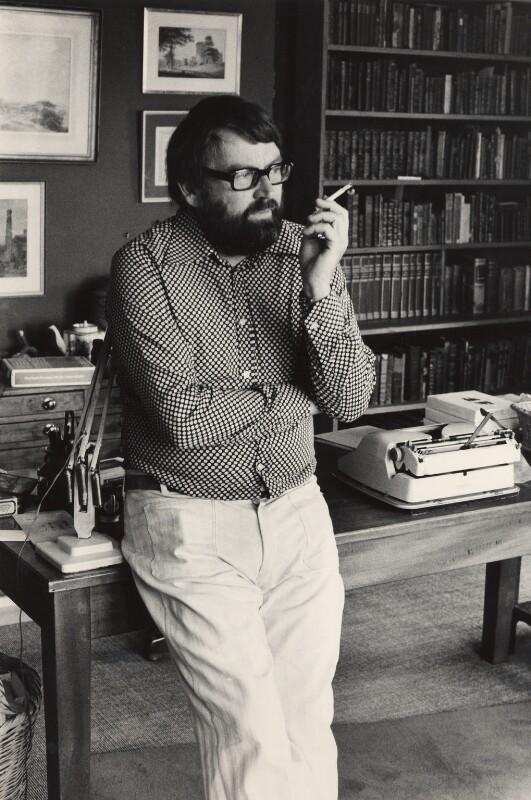 John Robert Fowles, by Roger Mayne, 1974 - NPG x4063 - © Roger Mayne / National Portrait Gallery, London