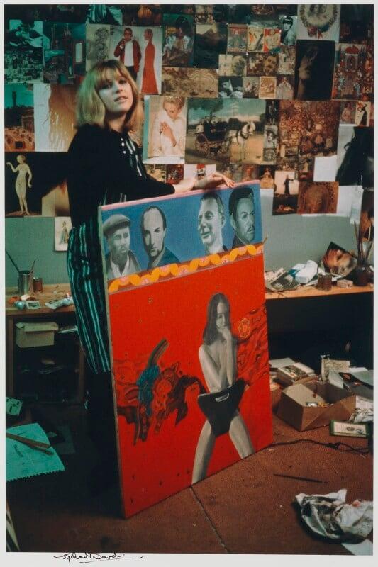 Pauline Boty, by Michael Ward, 13 January 1964 - NPG x125839 - © Michael Ward Archives / National Portrait Gallery, London
