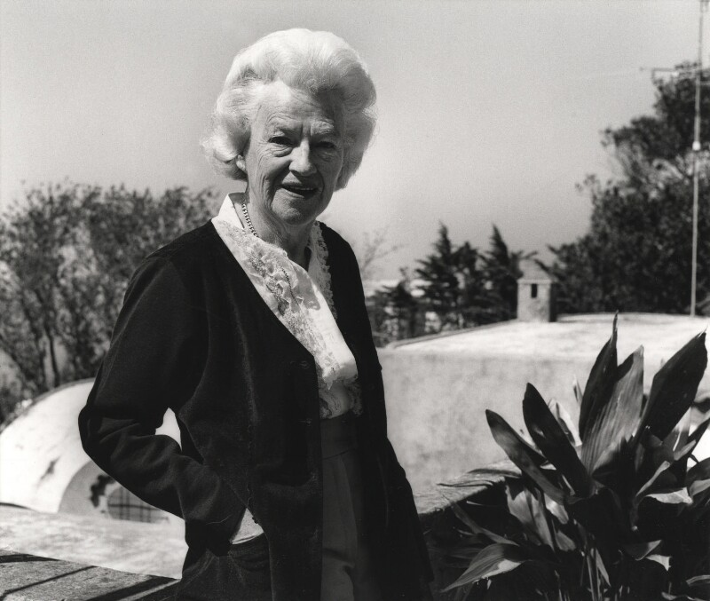 Dame Gracie Fields, by Roger George Clark, 14 May 1978 - NPG x15103 - © Roger George Clark / National Portrait Gallery, London