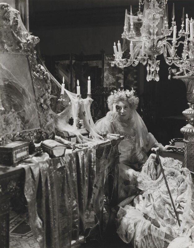 Martita-Hunt-as-Miss-Havisham-in-Great-E