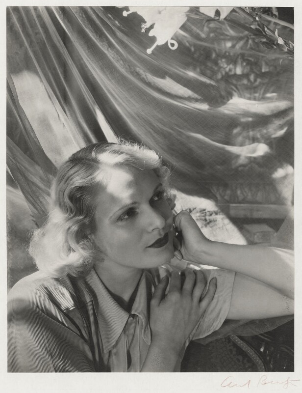 Anna Neagle, by Cecil Beaton, 1930s - NPG x14154 - © Cecil Beaton Studio Archive, Sotheby's London