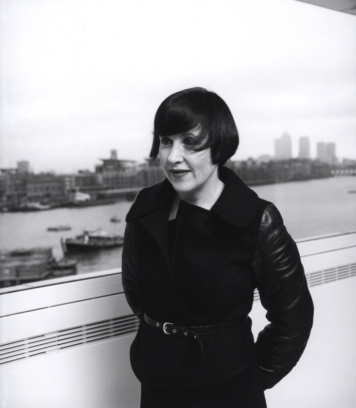 Alice Rawsthorn, by Laurence Cendrowicz, 13 January 2003 - NPG x126112 - © Laurence Cendrowicz / National Portrait Gallery, London