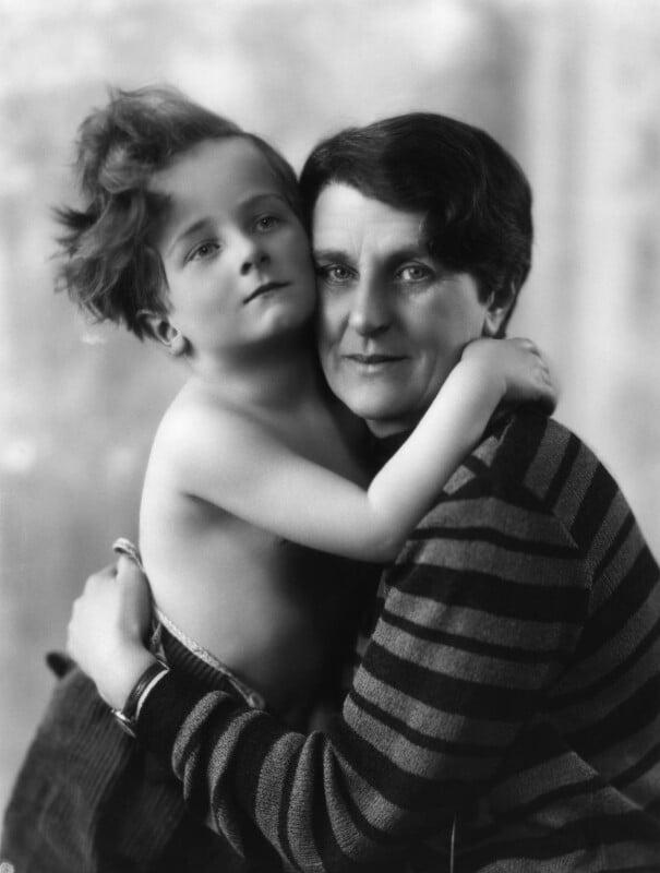 Wayland Hilton Young, 2nd Baron Kennet; Kathleen Scott, by Bassano Ltd, 10 March 1928 - NPG x19205 - © National Portrait Gallery, London