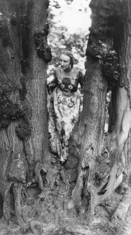 Edith Sitwell, by Cecil Beaton, 1930 - NPG x40363 - © Cecil Beaton Studio Archive, Sotheby's London