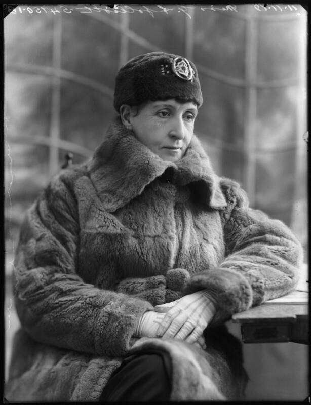 Gladys Ffolliott, by Bassano Ltd, 11 November 1919 - NPG x122982 - © National Portrait Gallery, London