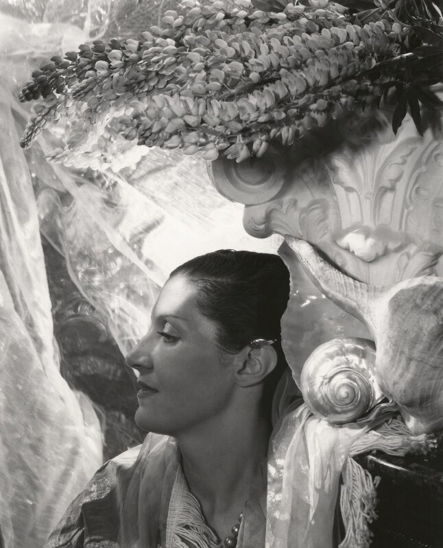Daisy Fellowes, by Cecil Beaton, 1930s - NPG x40091 - © Cecil Beaton Studio Archive, Sotheby's London