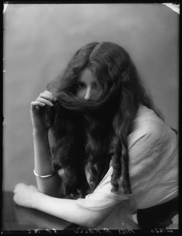 Renée Kelly, by Bassano Ltd, 2 August 1912 - NPG x101805 - © National Portrait Gallery, London