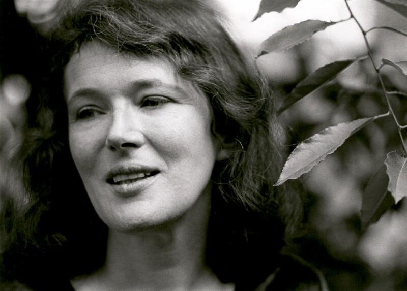 Angela Olive Carter, by Fay Godwin, 1976 - NPG x68237 - © estate of Fay Godwin / British Library / National Portrait Gallery, London