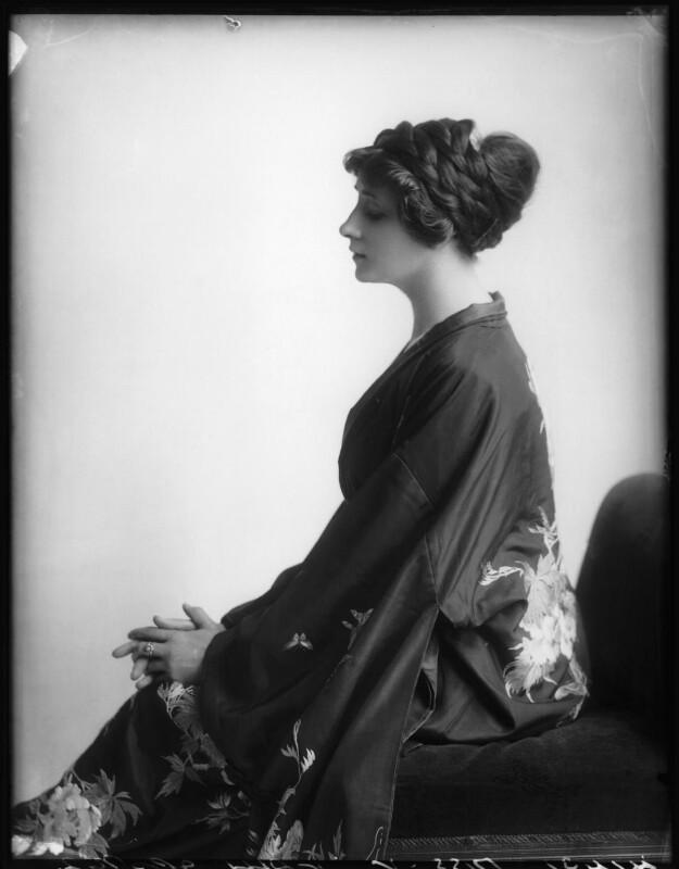 Valli Valli (née Valli Knust), by Bassano Ltd, 8 May 1912 - NPG x101937 - © National Portrait Gallery, London
