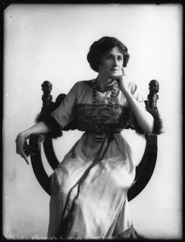 Valli Valli (née Valli Knust), by Bassano Ltd, 19 April 1911 - NPG x101932 - © National Portrait Gallery, London