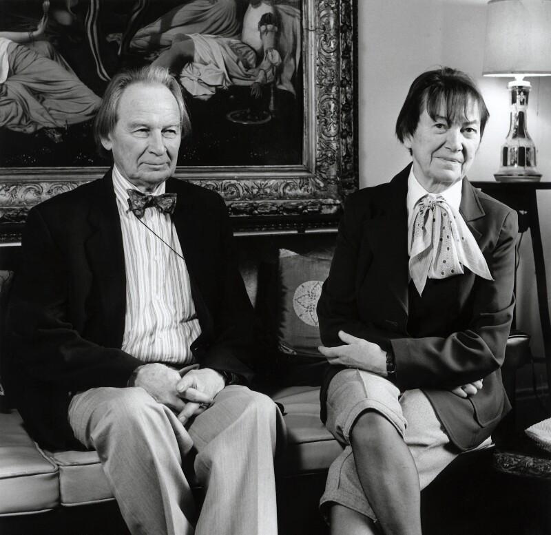 (Arthur) Graham Reynolds; Daphne Reynolds (née Dent), by Lucinda Douglas-Menzies, March 1990 - NPG x46475 - © Lucinda Douglas-Menzies / National Portrait Gallery, London