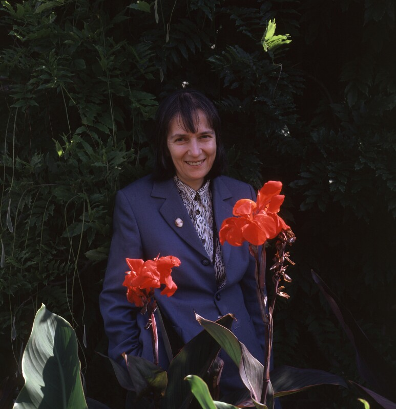 Monique Simmons, by James F. Hunkin, 2002 - NPG x126757 - © James F. Hunkin / National Portrait Gallery, London