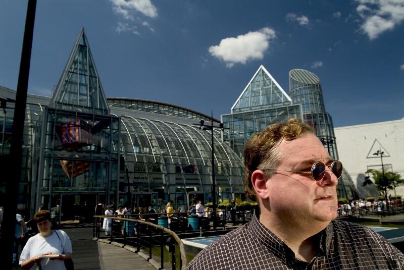 Eric Kuhne, by Steve Speller, 23 May 2004 - NPG x126772 - © National Portrait Gallery, London