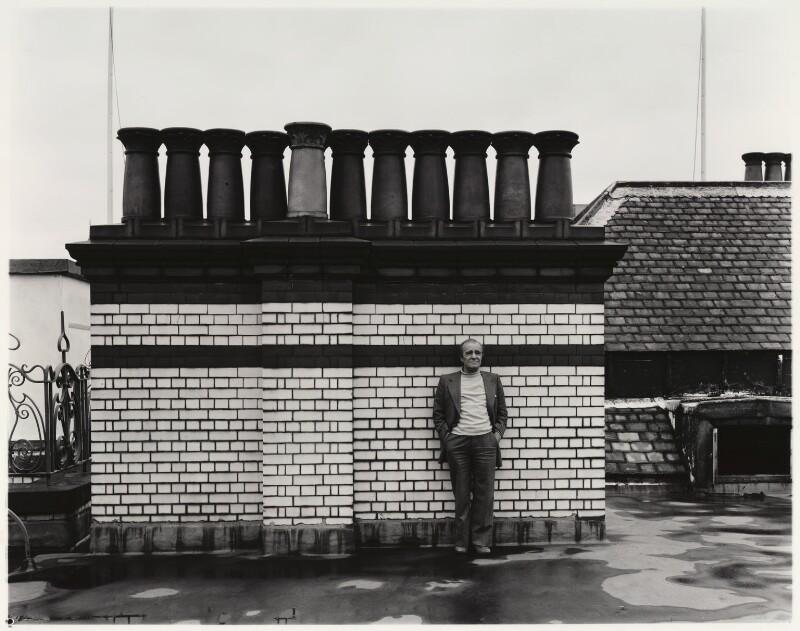 Max Wall, by Paul Joyce, May 1977 - NPG x13436 - © Paul Joyce / National Portrait Gallery, London