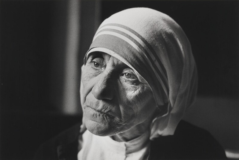 the biography of agnes gonxha bojaxhiu Agnes gonxha bojaxhiu, the future mother teresa, was born on 26 august 1910, in skopje, macedonia, to albanian heritageher father, a well-respected local businessman, died when she was eight years old, leaving her mother, a devoutly religious woman, to open an embroidery and cloth business to support the family.