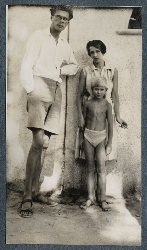 The Huxley family, by Lady Ottoline Morrell, 1927 - NPG Ax142892 - © National Portrait Gallery, London