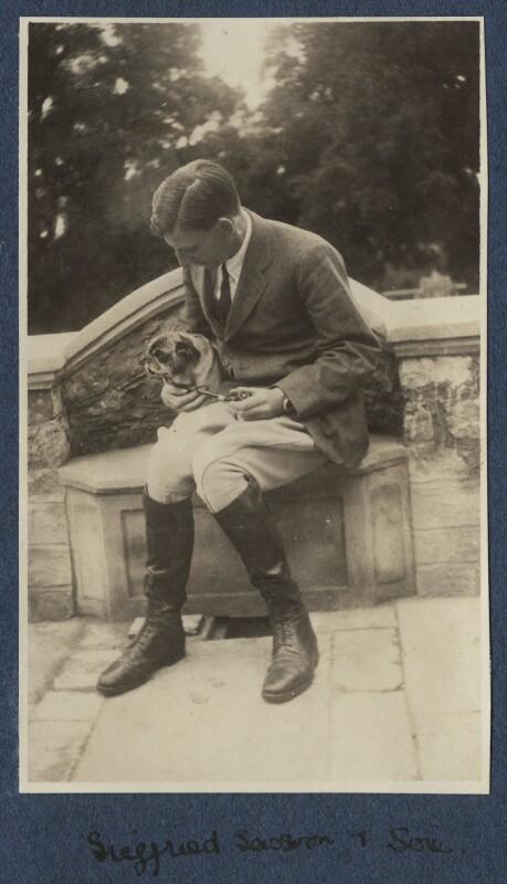 Siegfried Loraine Sassoon with Lady Lady Ottoline Morrell's pug Soie, by Lady Ottoline Morrell, September 1920 - NPG Ax140881 - © National Portrait Gallery, London