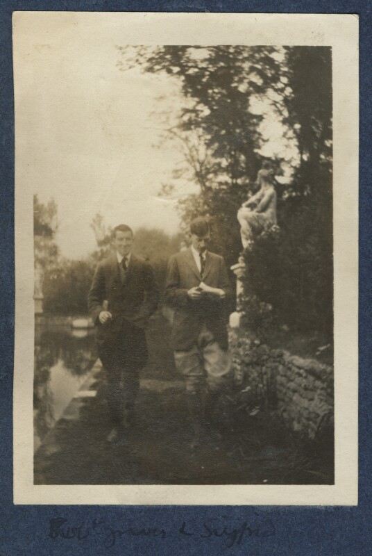 Robert Graves; Siegfried Sassoon, by Lady Ottoline Morrell, 1920 - NPG Ax140909 - © National Portrait Gallery, London