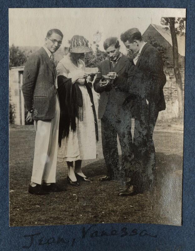 Jean de Menasce; Vanessa Bell; Duncan Grant; Eric Siepmann, by Lady Ottoline Morrell, 1922 - NPG Ax141298 - © National Portrait Gallery, London