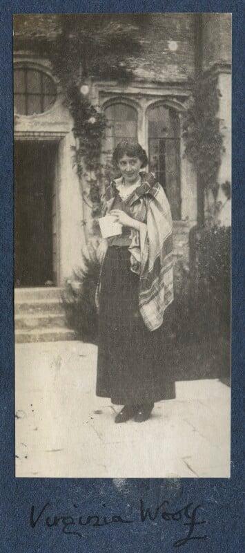 Virginia Woolf, by Lady Ottoline Morrell, circa 1917 - NPG Ax141319 - © National Portrait Gallery, London