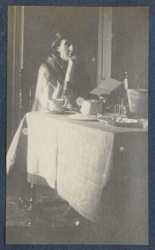 Virginia Woolf, by Lady Ottoline Morrell, circa 1917 - NPG Ax141320 - © National Portrait Gallery, London