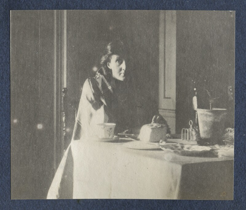 Virginia Woolf, by Lady Ottoline Morrell, circa 1917 - NPG Ax141321 - © National Portrait Gallery, London