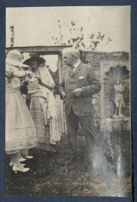 Julian Vinogradoff (née Morrell); Virginia Woolf; Jerome Klapka Jerome, by Lady Ottoline Morrell, June 1923 - NPG Ax141438 - © National Portrait Gallery, London