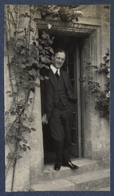 Walter de la Mare, by Lady Ottoline Morrell, June 1924 - NPG Ax141610 - © National Portrait Gallery, London