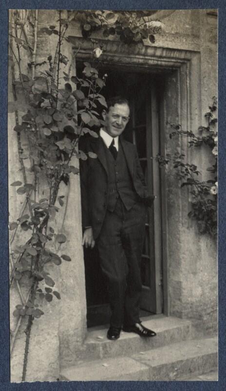 Walter de la Mare, by Lady Ottoline Morrell, June 1924 - NPG Ax141610 - © National Portrait Gallery, London