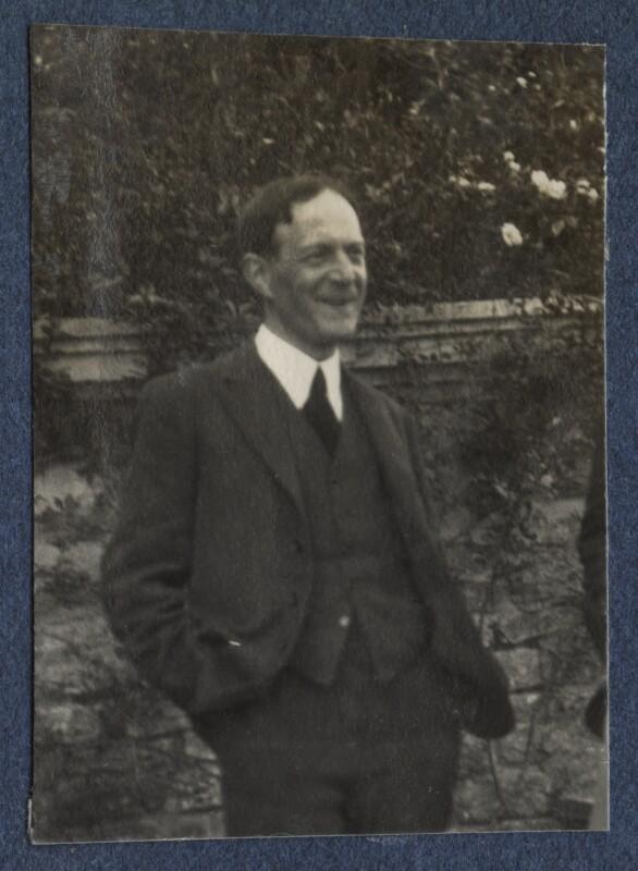 Walter de la Mare, by Lady Ottoline Morrell, June 1924 - NPG Ax141611 - © National Portrait Gallery, London