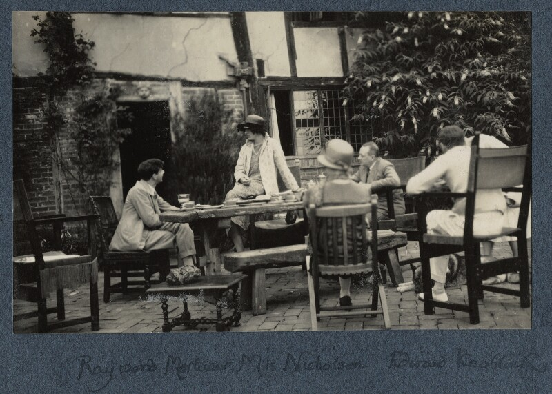 Raymond Mortimer; Vita Sackville-West; Edward Knoblock and three unknown sitters, by Lady Ottoline Morrell, 1925 - NPG Ax142210 - © National Portrait Gallery, London
