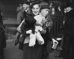 Pat Paterson at Waterloo Station leaving for Hollywood, by Edward George W. Malindine, for  Daily Herald, 8 November 1933 - NPG  - © Science & Society Picture Library / National Portrait Gallery, London