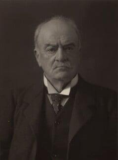 Andrew Graham Murray, 1st Viscount Dunedin, by Walter Stoneman - NPG x162518