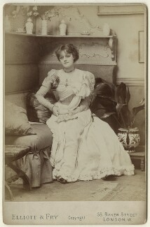 Violet Vanbrugh (Violet Augusta Mary Barnes), by Elliott & Fry - NPG x127954