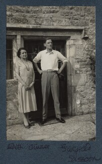 Edith Olivier; Siegfried Loraine Sassoon, by Lady Ottoline Morrell, 1933 - NPG Ax143592 - © National Portrait Gallery, London