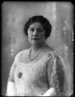 Violet Yolande Lyttelton (née Leonard), Viscountess Cobham, by Bassano Ltd - NPG x124641